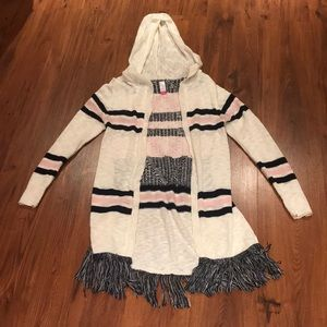Comfortable layering fringe tribal print sweater.